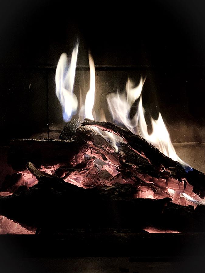 le feu honoré dans un séjour reliance aux éléments et au vivant avec une femme médecine et une naturopathe par wacohe