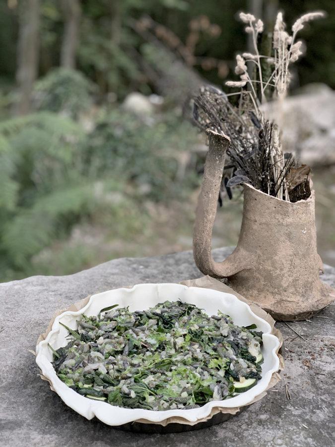 Tarte aux orties et plantain lors s'un séjour rando botanique en cabane en forêt de Fontainebleau par wacohe