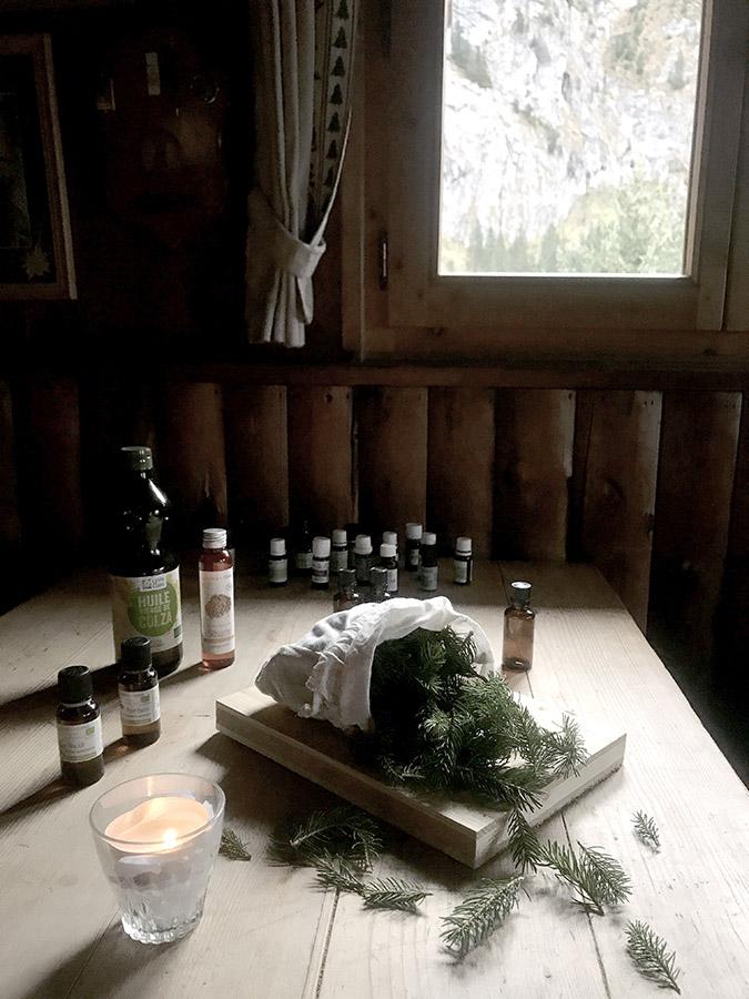 Atelier botanique à l'intérieur du refuge de montagne en haute-savoie pour le séjour retour aux sources en cabane de Wacohe