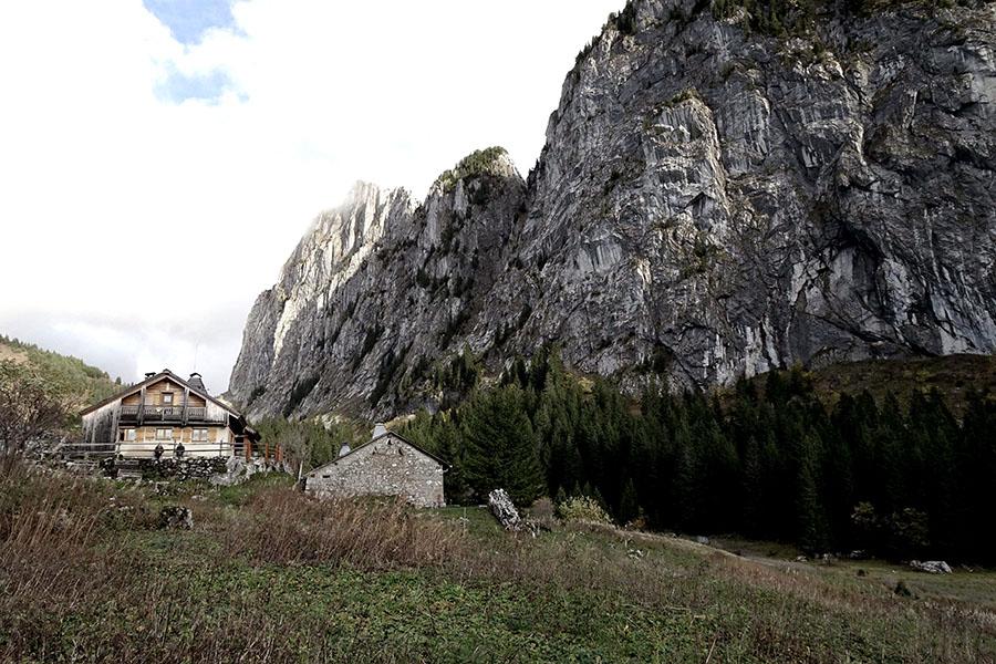 Refuge d'exception en montagne en haute-savoie pour le séjour retour aux sources en cabane der Wacohe