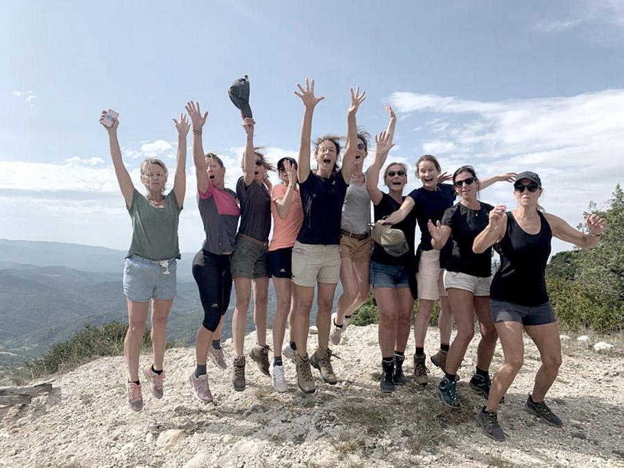 Groupe d'amies en drôme provençale lors du séjour rando healthy sur-mesure par wacohe