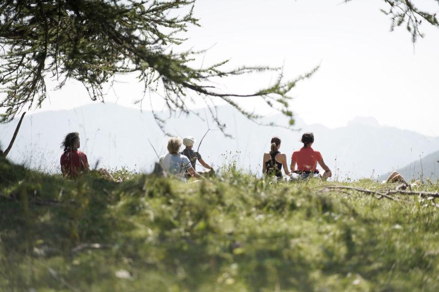 méditation en pleine nature lors du séjour rando botanique en bivouac dans le mercantour par Wacohe