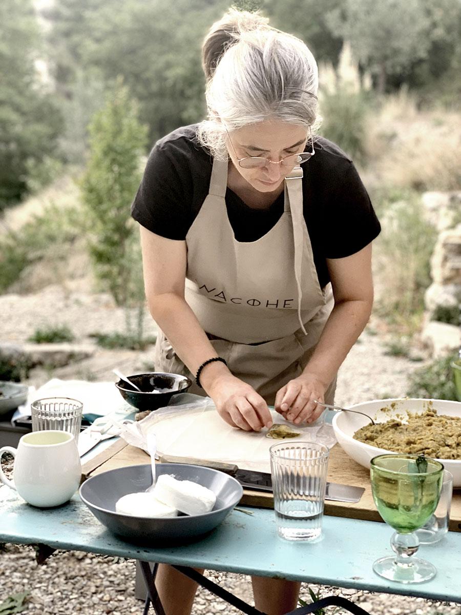 Cours de cuisine healthy avec un chef cuisinier lors du séjour rando healthy sur-mesure par wacohe