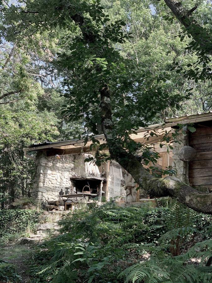 Véranda extérieure cabane en pleine forêt tout près de Paris près de la forêt de Fontainebleau pour les séjours wacohe